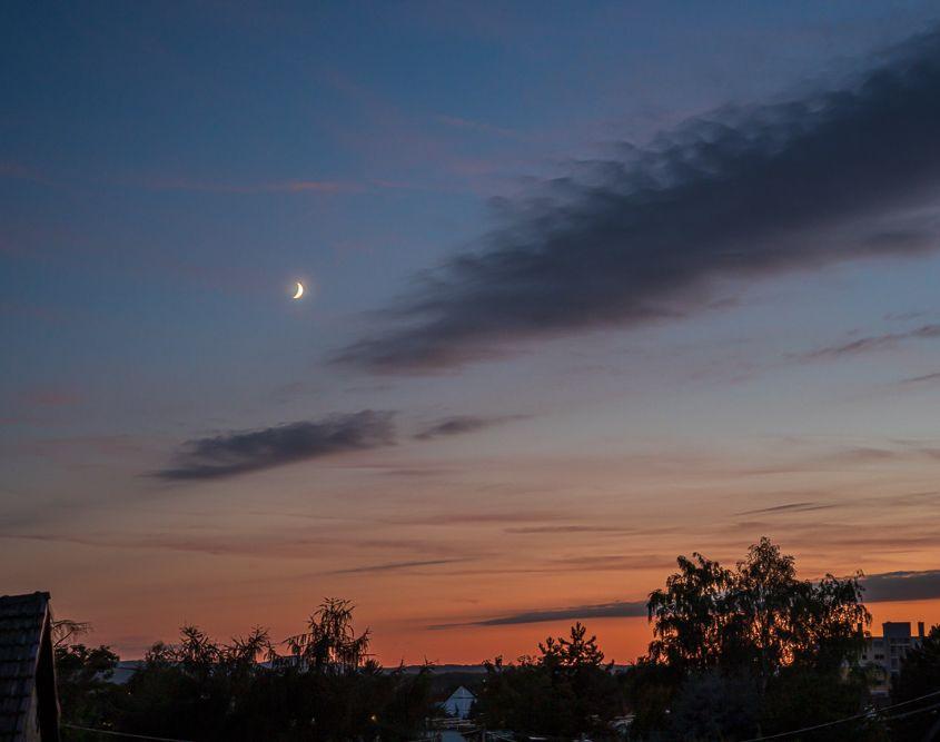 Mond über Rheinkilometer 599