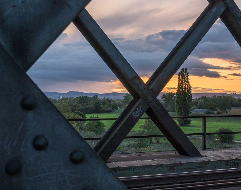 View from a bridge (Kim Wilde, 1982)