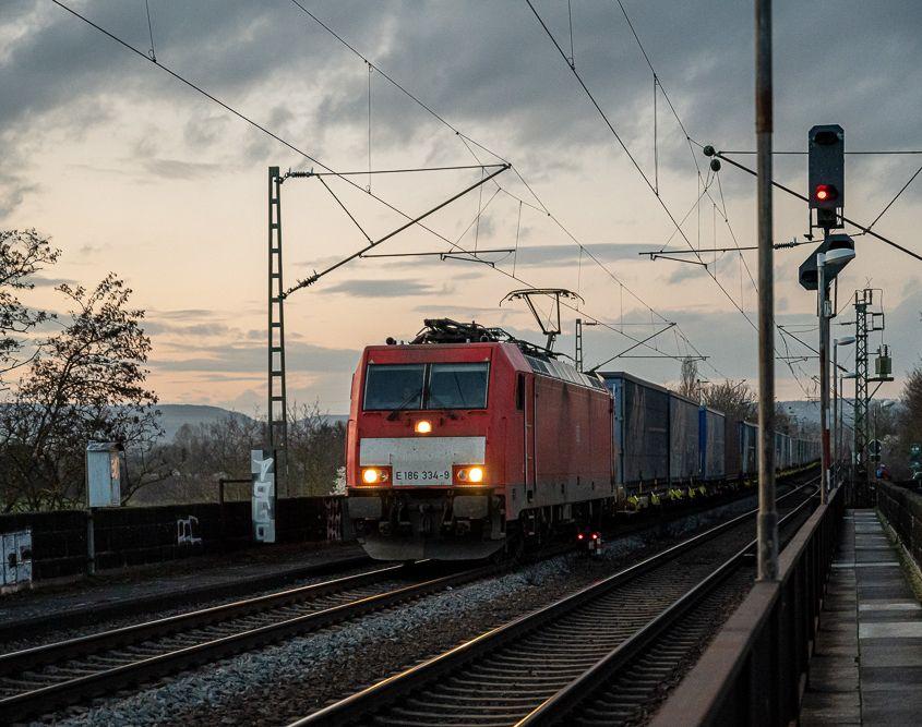 186 334-9, Rheinbrücke Urmitz